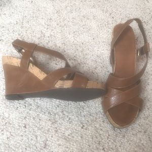 Brown strapping wedges